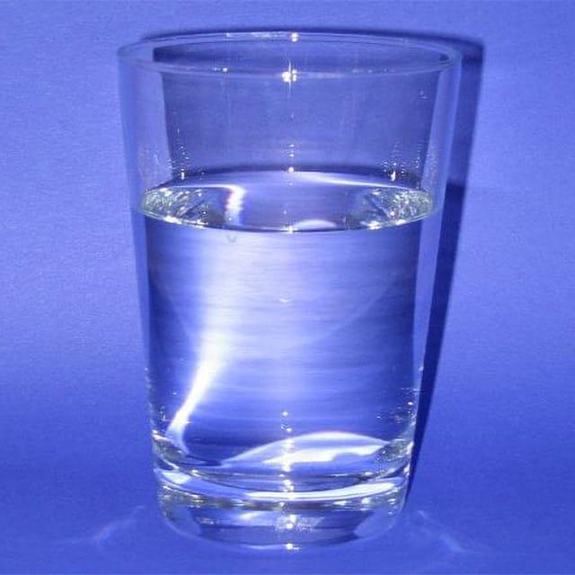 Glas Trinkwasser